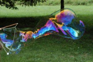 aprender a hacer burbujas y pompas gigantes con agua y jabón